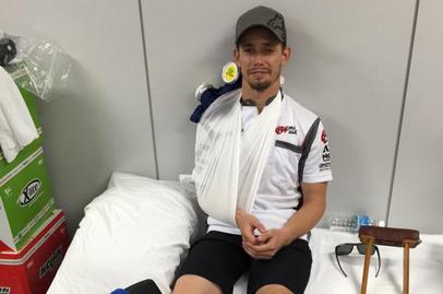Casey Stoner crashes hard at Suzuka, breaks leg and shoulder