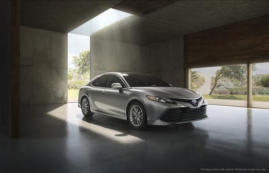 2018_Toyota_Camry_Hybrid_XLE_01_34B6AB8747324E4E49AC840CC4397F7FD0199475_low.jpg