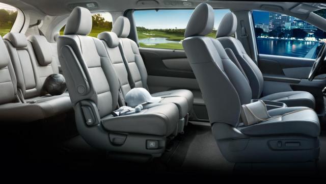2016-odyssey-minivan-interior-detail.jpg