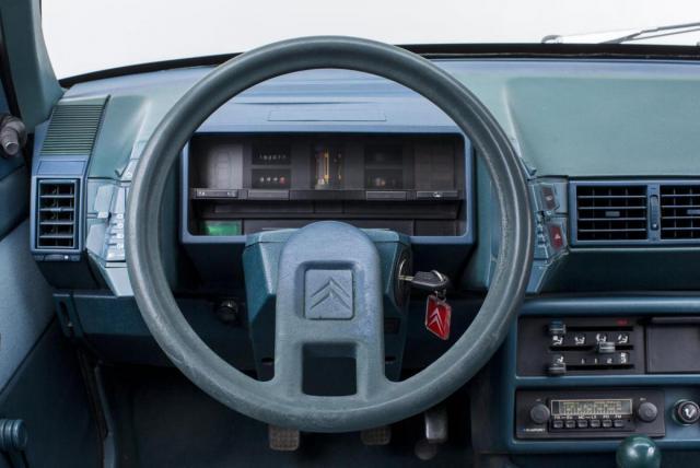 BX16trs Dash.jpg