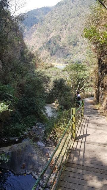 Guanyin waterfall 006.jpg