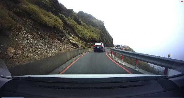 Driving up Taroko National Park 003.jpg