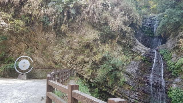 Guanyin waterfall 004.jpg
