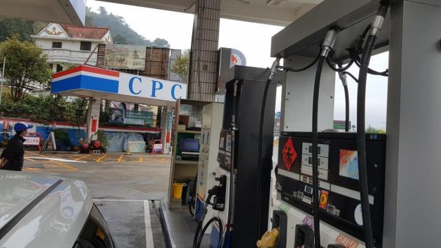 Petrol Station 001.jpg