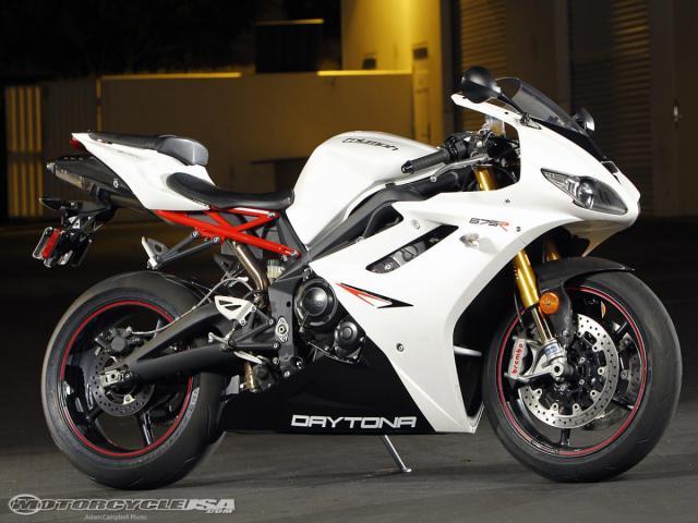 2011-Triumph-Daytona-675R.jpg