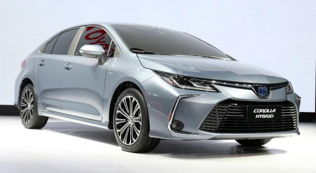 2019-Toyota-Corolla-sedan-13-1200x658.jpg