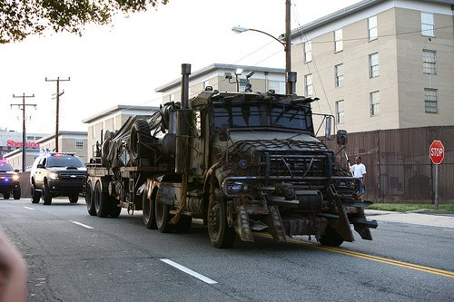 Attached Image: Megatron_Armored_rusty_Mack_Titan_10_wheeler_fuel_tank_truck_Transformers3_photo.jpg
