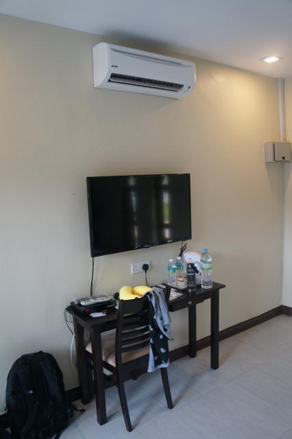 Room 002.JPG