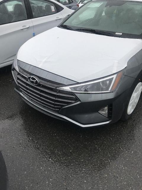 hyundai-elantra-facelift-unofficially-revealed-in-korea-looks-like-a-new-car_1.jpg