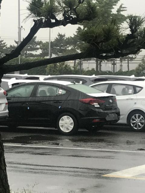 hyundai-elantra-facelift-unofficially-revealed-in-korea-looks-like-a-new-car_2.jpg