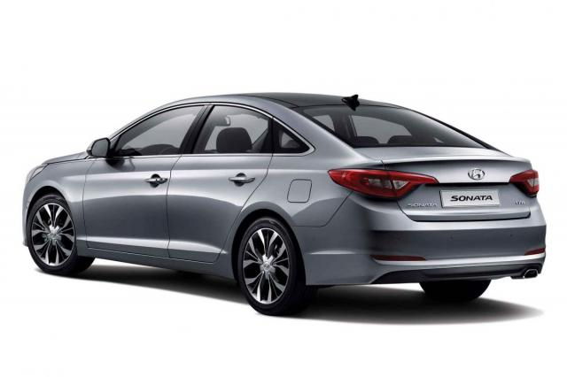 2015-hyundai-sonata-rear-three-quarters-korean-spec.jpg