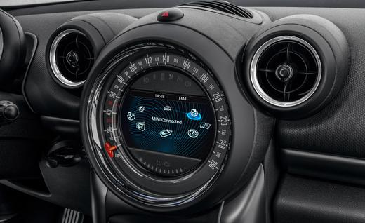 2015-mini-cooper-s-countryman-all4-diesel-interior-euro-spec-photo-589363-s-520x318.jpg
