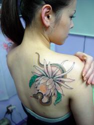 new_temporary_flower_tattoo_ideas_in_the_asian_girl_back_body___t_tattoodonkey_com.jpg