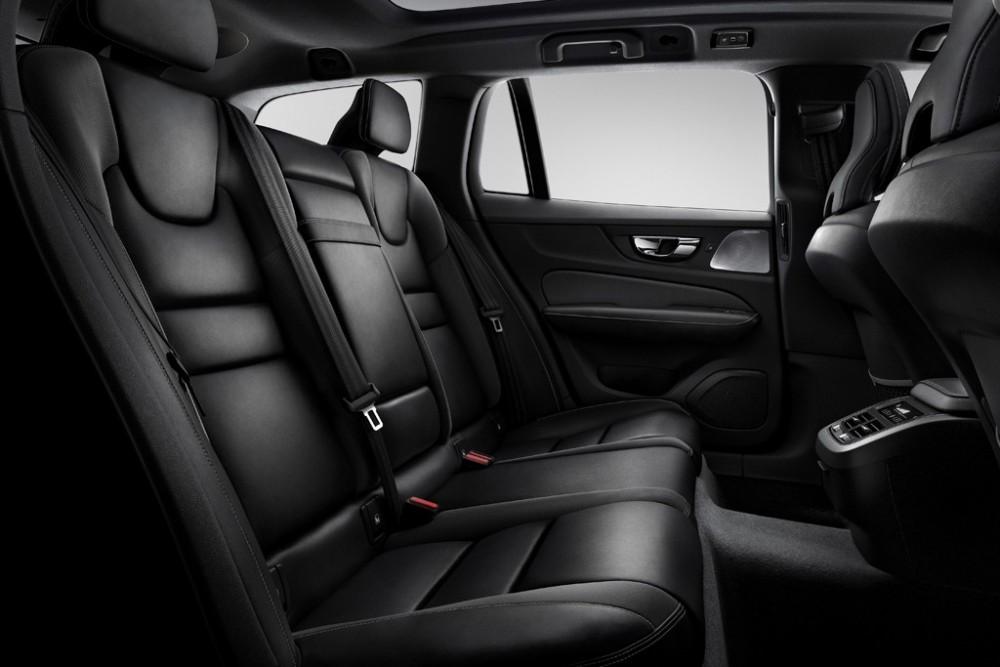 231029_New_Volvo_V60_R-design_interior1024.thumb.jpg.a4d96707c521d7f7c94e3a0cfd3d4c31.jpg