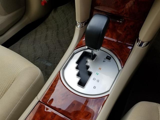 2012-Toyota-Premio-gearknob.jpg.765ac416b7060d3fff315200d0034df1.jpg