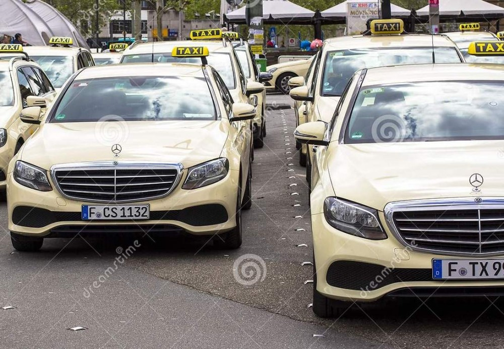 frankfurt-main-germany-hauptbahnhof-april-taxi-parking-taxis-predominantly-mercedes-mercedeses-146650511.jpg