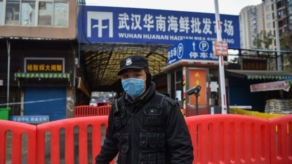 https___cdn_cnn.com_cnnnext_dam_assets_200127132437-wuhan-0124-police.thumb.jpg.fbdf4f0998c018ff6ca5d990545dabff.jpg