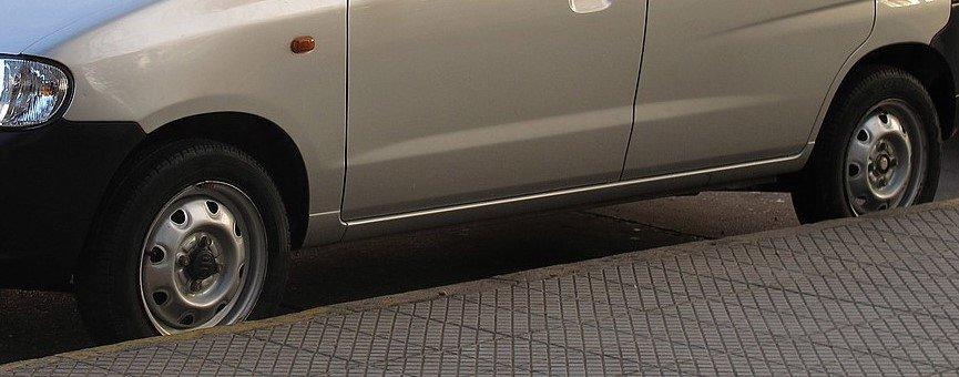 1200px-Suzuki_Alto_800_GL_2011a.jpg.3498986869c4a5c9873e8cee400d74fa.jpg