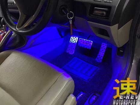 https://www.mycarforum.com/uploads/sgcarstore/data/1//11571396417_0Honda-Civic-FD-LED-Room-Lighting.jpg
