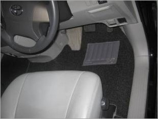 https://www.mycarforum.com/uploads/sgcarstore/data/1//toyota previa driver_23926_1.jpg