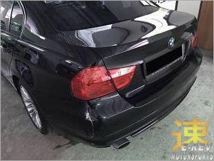 https://www.mycarforum.com/uploads/sgcarstore/data/10//BMW3SeriesRearBumperAreaDamagedPic2_13207_1.jpg