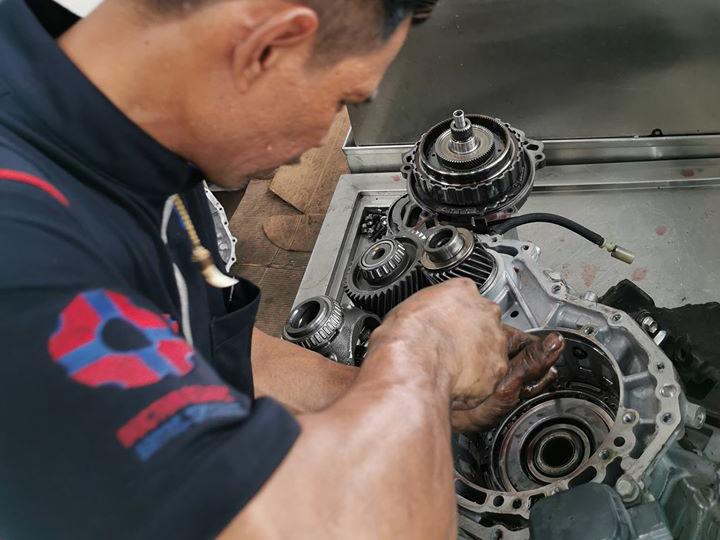 Gearbox Transmission Fluid Leak Repair
