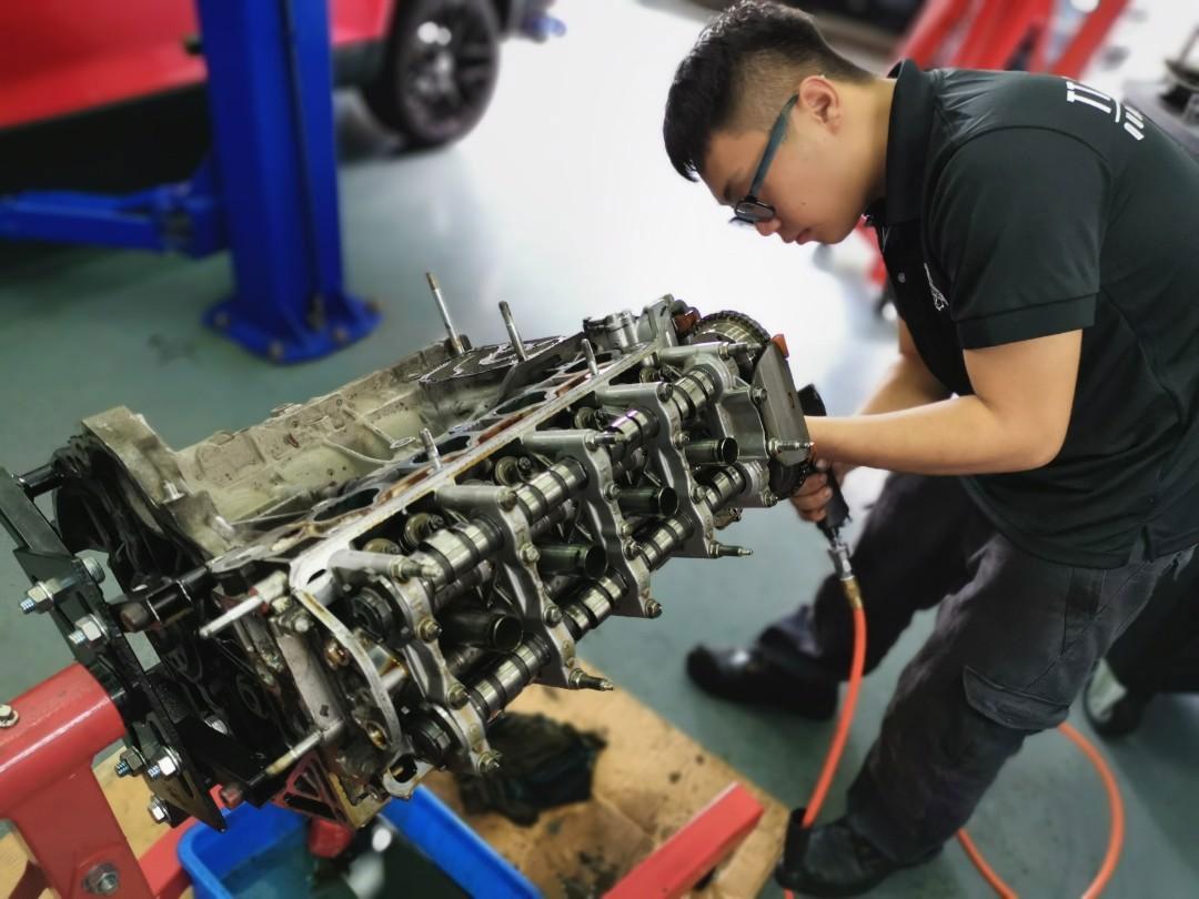 Engine Overhaul Service (Free Compression Test)