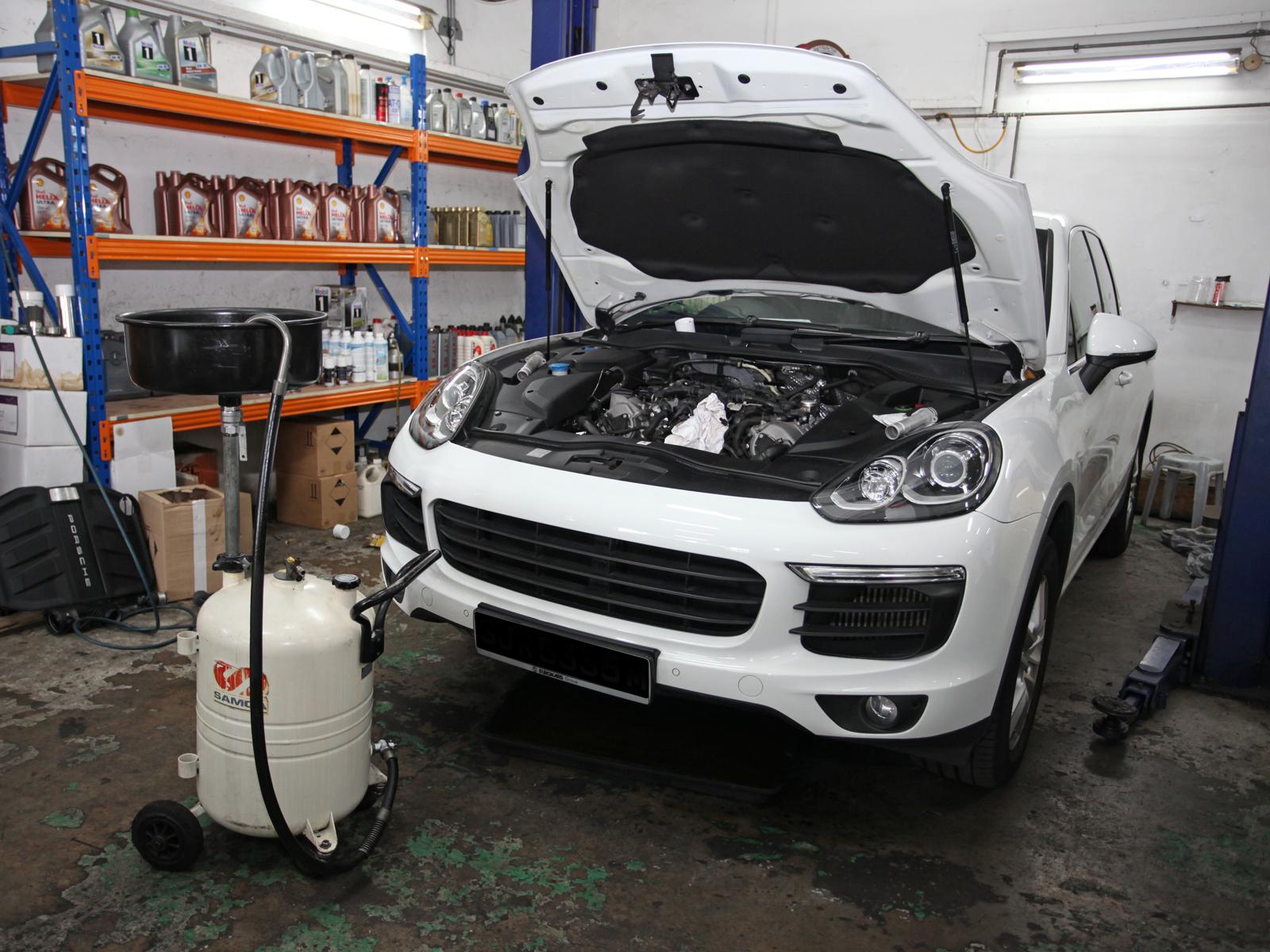 Shell Helix Ultra 5W40 Mercedes-Benz C180 / C200 / C250 Vehicle Servicing