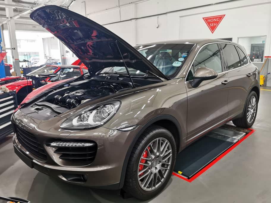 Porsche Cayenne / Panamera V6 / V8 5W40 Engine Oil Servicing Package