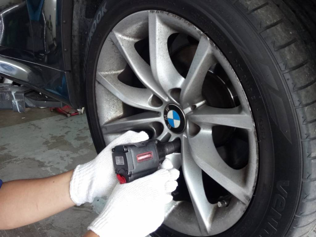 Europe Car Brake Pad Changing Services