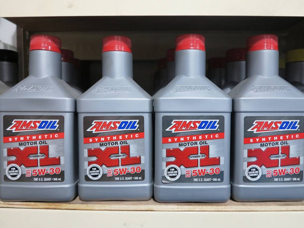 Amsoil Synthetic XL SAE 5W30 Vehicle Servicing