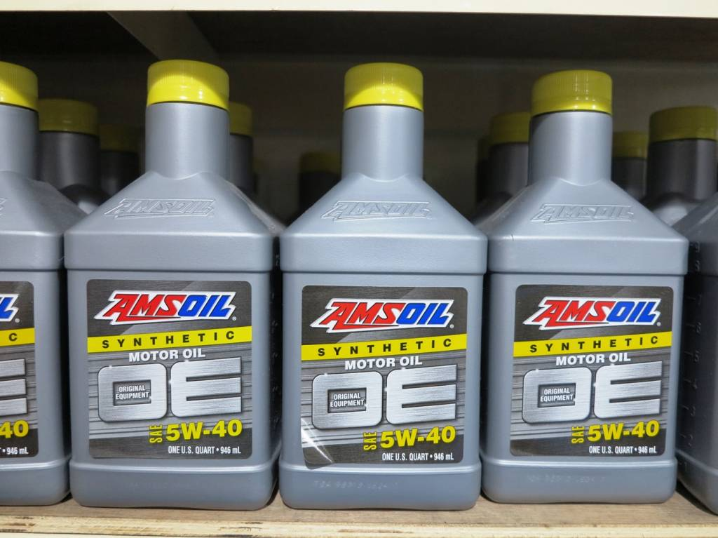 AMSOIL OE Synthetic 5W-40 4L Vehicle Servicing