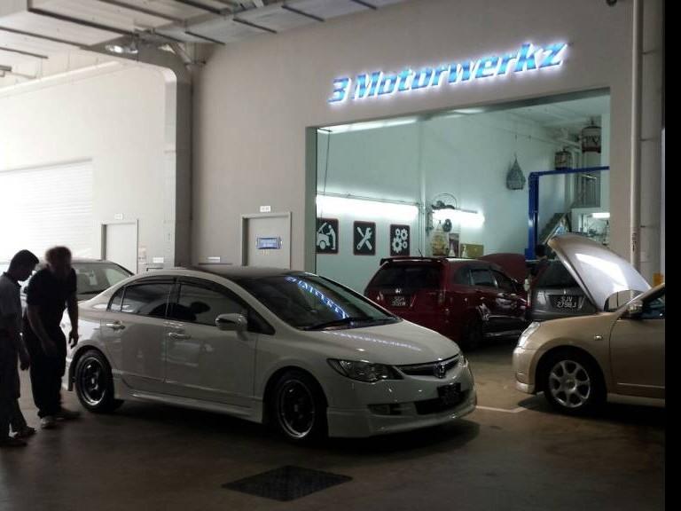 XADO 5W30 Extra Drive Revitalizant Hatchback & Sedan Car Servicing