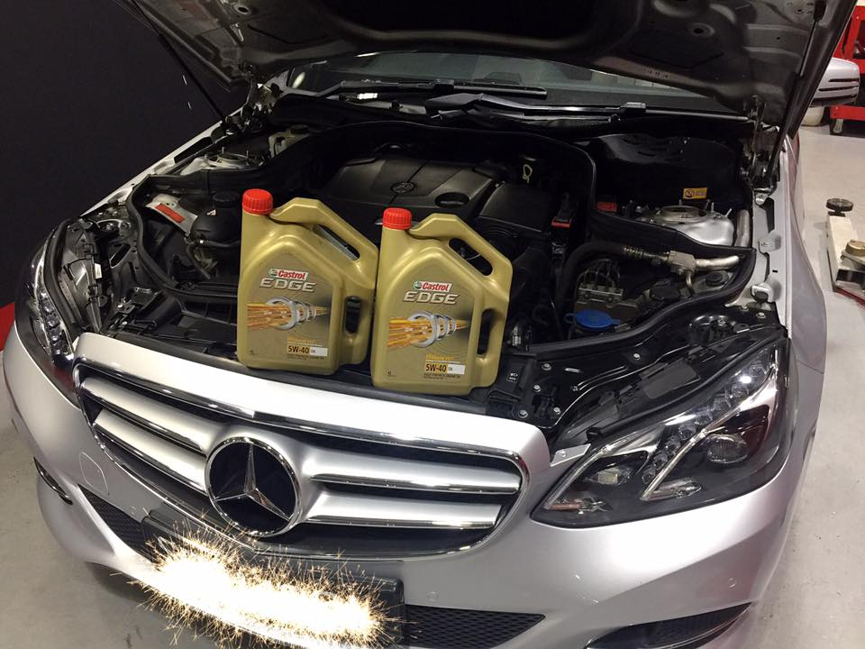 Castrol Engine Oil 5W4O Servicing Package