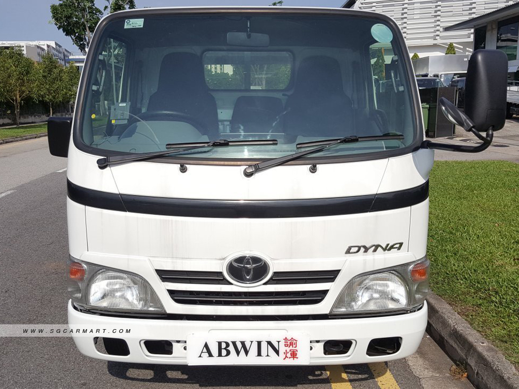 10 FT Toyota Dyna Manual Diesel (For Lease)