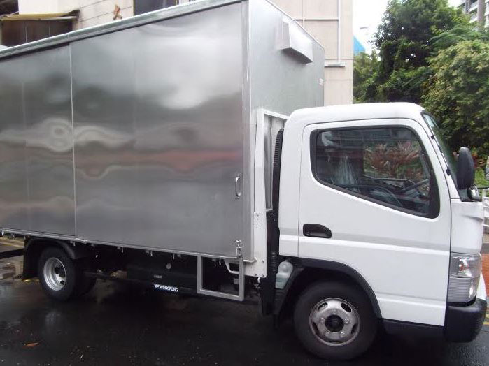 14FT Mitsubishi Fuso with Box (For Lease)