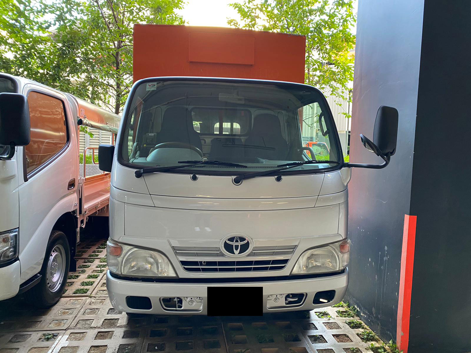 10FT Toyota Dyna With Box And Tailgate (For Lease)