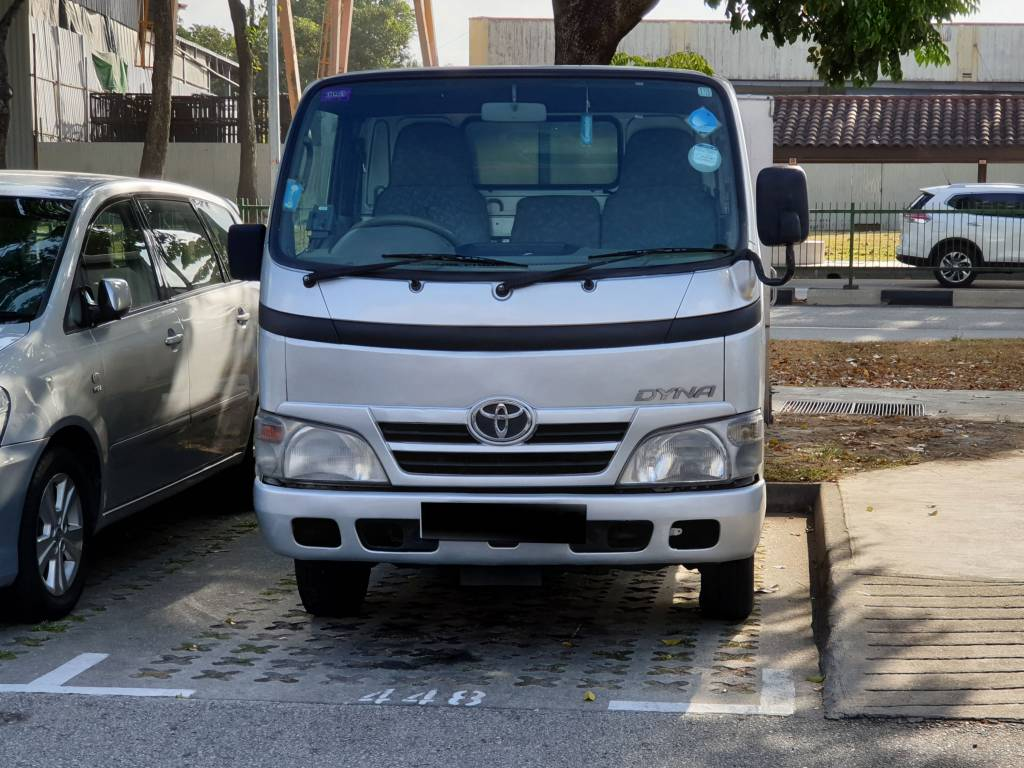 10FT Toyota Dyna with Box (For Rent)