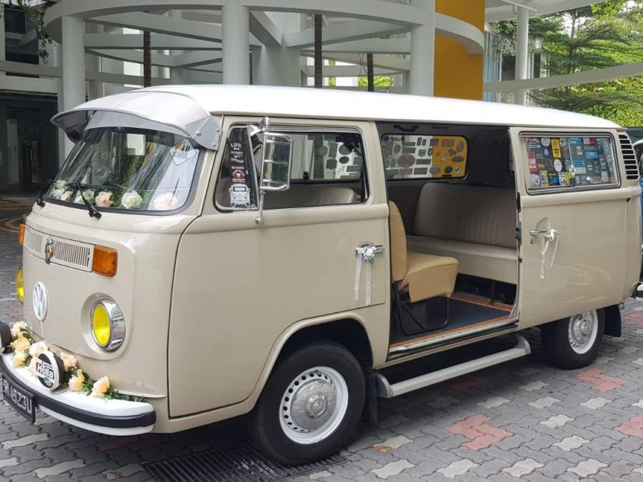 Volkswagen Transporter T2 Baywindow  (Wedding Car Rental)