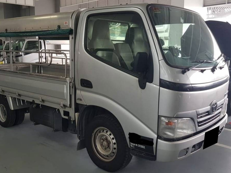 10FT Toyota Dyna with Canopy (For Rent)