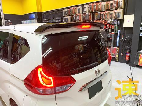 https://www.mycarforum.com/uploads/sgcarstore/data/3//31568108337_0Honda-Freed-2018-White2-Rear-Roof-Spoiler-Pic-1.jpg