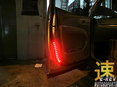 https://www.mycarforum.com/uploads/sgcarstore/data/3//31571395570_0Toyota-Estima-LED-Light-Strip-On-Door.jpg