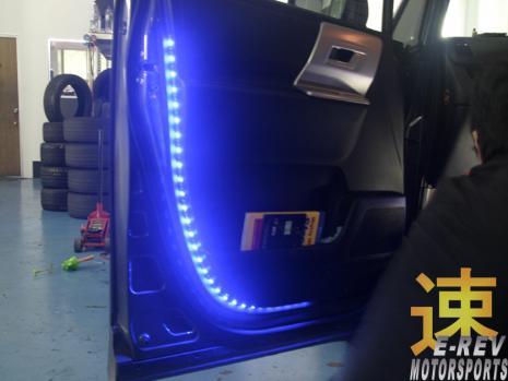 https://www.mycarforum.com/uploads/sgcarstore/data/3/31570702448_2Toyota-Noah-LED-Light-Strip-On-Door.jpg