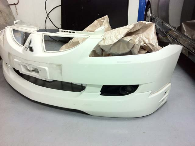 Original Front Bumper With Front Lip & Fog Light For Mitsubishi Lancer CS3 '03