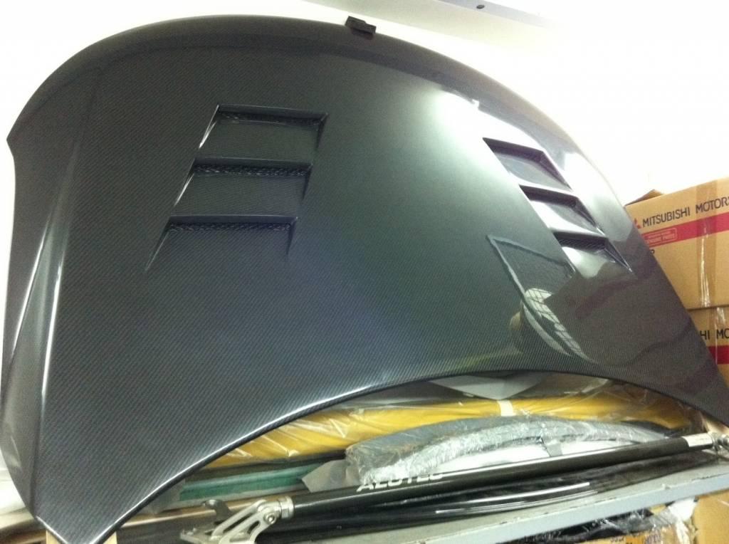 Durable Lightweight Carbon Fibre Bonnet For Kia Cerato Forte