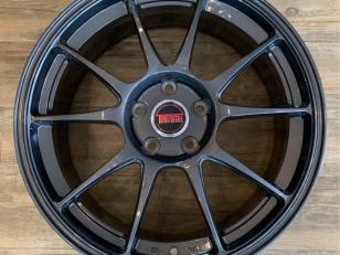 https://www.mycarforum.com/uploads/sgcarstore/data/4/Cropped_41576030915_041575683115_078kg_tommi_forged_18_rim_gloss_grey_1575603691_e1149e21_progressive.jpg